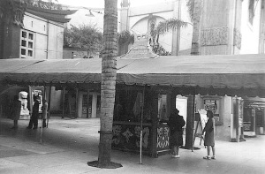 The original box office of Grauman's Chinese Theater was in the middle of the forecourt (shown here in the 1940s)